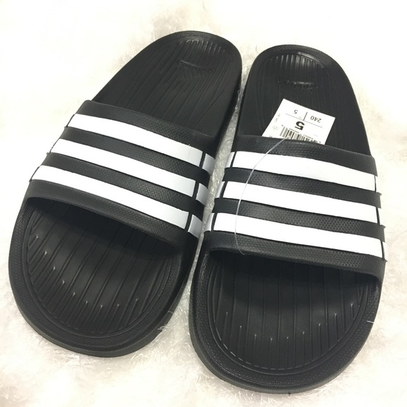 168b250889b7dd Adidas Kids Youth Size 5 Duramo Black White Slides